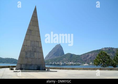 A monumento a Estacio de Sa. (Monument to Estacio de Sa), founder ...