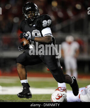 Oct 03, 2009 - Schertz, Texas, U.S. - Steele running back MALCOLM BROWN (28) makes his way into the New Braunfels - Stock Photo