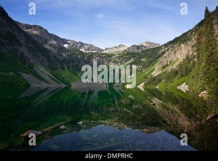 WASHINGTON - Rainy Lake, located near Rainy Pass, on US Highway 20 in the North Cascades. - Stock Photo