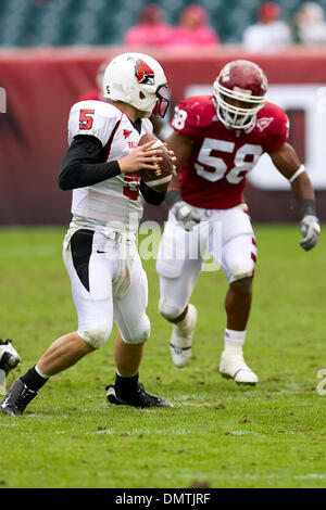 Ball State Cardinals quarterback Kelly Page (5) looking to throw the ball as Temple Owls linebacker Elijah Joseph - Stock Photo