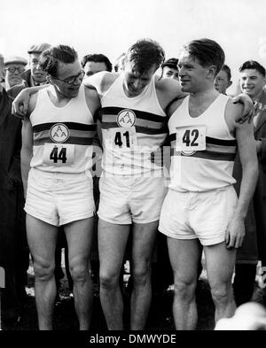 May 7, 1954 - Oxford, England, U.K. - Britain's ROGER BANNISTER has done it. Last night he ran the faboulous four - Stock Photo