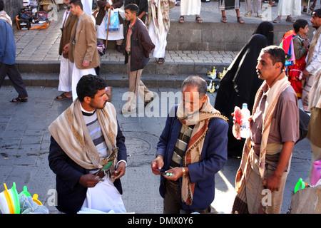 Men shopping in the old city, Sanaa, Yemen - Stock Photo