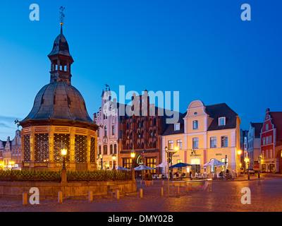 Waterworks with Alter Schwede restaurant and Reuter house on the market Hanseatic city of Wismar Mecklenburg-Vorpommern - Stock Photo