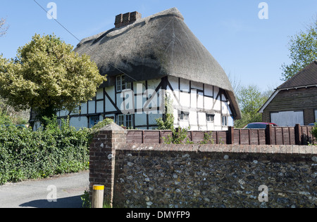 Thatched roof cottage in the village of Owslebury in Hampshire, England, UK - Stock Photo
