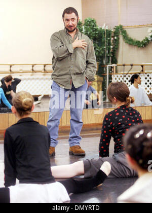 Nov 08, 2006; Hayward, CA, USA; Nutcracker Ballet director RONN GUIDI talks to his dancers during a rehearsal at - Stock Photo