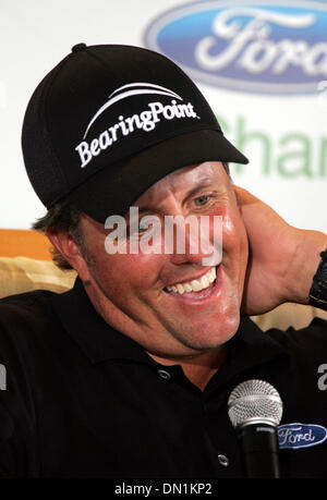Mar 01, 2006; Miami, FL, USA; Golf Phil Mickelson answers questions during press conference about last years final - Stock Photo