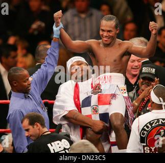 May 06, 2006; Las Vegas, NV, USA; BOXING: JOAN GUZMAN wins a 12th round split decision against Javier Jauregui. - Stock Photo