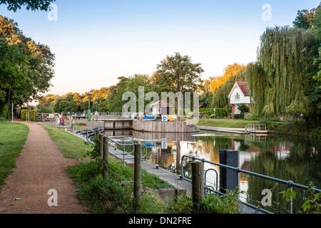 Boveney Lock near Windsor, on the Buckinghamshire bank of the river Thames. Buckinghamshire, England, GB, UK. - Stock Photo