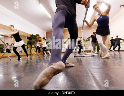 Nov 08, 2006; Hayward, CA, USA; Members of the Nutcracker Ballet rehearse at the Guidi's Ballet Studio in Oakland, - Stock Photo