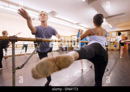 Nov 08, 2006; Hayward, CA, USA; Nutcracker Ballet dancers BEN BARNHART, left, and MICHELLE BROWN rehearse at the - Stock Photo