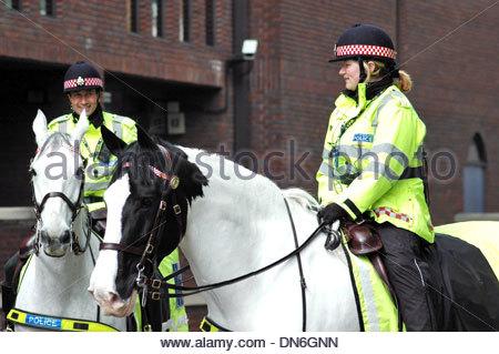 Metropolitan Police officers on horses London UK - Stock Photo
