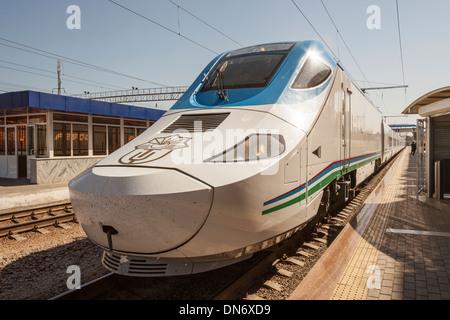 Afrosiyob Samarkand to Tashkent fast train, Samarqand railway station, Samarkand, Uzbekistan - Stock Photo