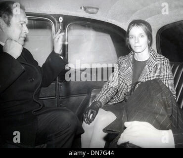 Dec. 22, 1975 - London, England, U.K. - LADY LUCAN accompanied by one of her lawyers leavign by taxi after hear - Stock Photo