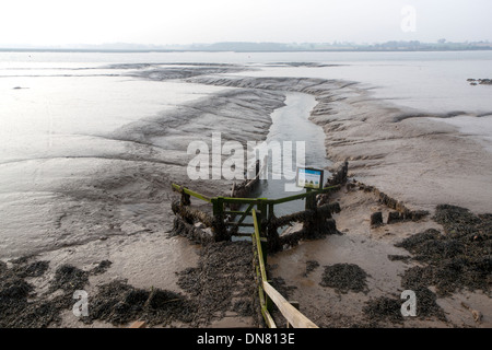 Drainage sluice channel on the River Deben at low tide, Sutton, Suffolk, England - Stock Photo