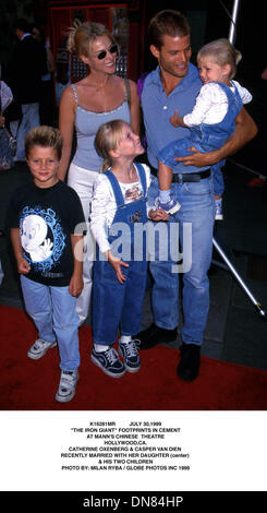 July 30, 1999 - K16281MR     07/30/99.''THE IRON GIANT'' FOOTPRINTS IN CEMENT.AT MANN'S CHINESE THEATRE.HOLLYWOOD, - Stock Photo