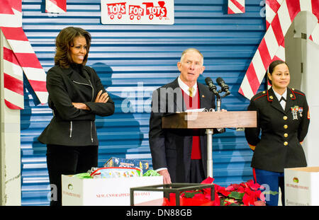 US First Lady Michelle Obama with Retired Marine Lt. Gen. Pete Osman, president and CEO of the Marine Toys for Tots - Stock Photo