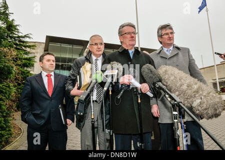 Belfast, Northern Ireland. 20 Dec 2013 - The UUP delegation led by Mike Nesbitt  emerges from the Haass talks over - Stock Photo