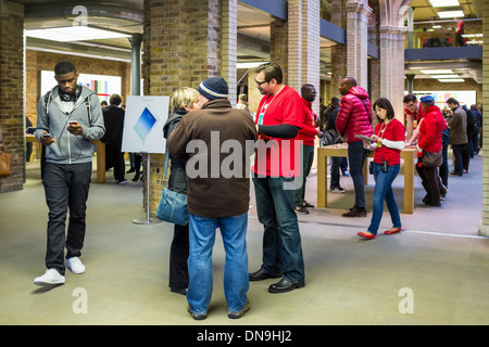Shoppers in the Apple store - Covent Garden, London, UK - Stock Photo