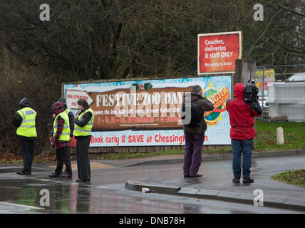 Chessington, Surrey, UK. 21st Dec 2013.  Security and television news crews at the entrance to Chessington World - Stock Photo