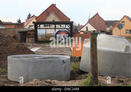 Fischbeck, Germany. 18th Dec, 2013. Construction material is pictured in Fischbeck, Germany, 18 December 2013. The - Stock Photo