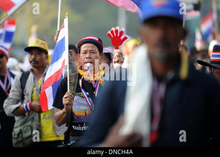 Bangkok, Thailand. 23rd Dec, 2013. Anti-government protesters march near the Thai-Japan youth stadium in Bangkok, - Stock Photo