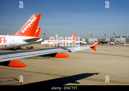 Air traffic on Roissy Charles de Gaulle Airport runways - Stock Photo