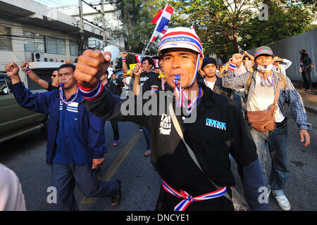 Bangkok, Thailand. 23rd Dec, 2013. Thai anti-government protesters block the gate of Thai-Japanese Stadium to prevent - Stock Photo