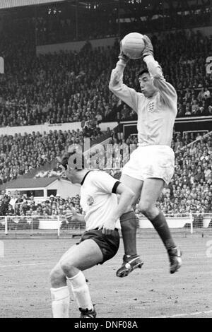 30.07.1966 Wembley Stadium, London England. World Cup Final 1966 England versus Germany, ended 4:2. Goalie Gordon - Stock Photo