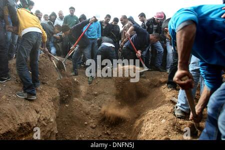 Jerusalem. 26th Dec, 2013. Israeli Bedouins bury the body of Salah Abu Latif during his funeral in the Bedouin town - Stock Photo