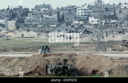 Jerusalem. 26th Dec, 2013. An Israeli tank is deployed on the border between Israel and Gaza, on Dec. 25, 2013. - Stock Photo