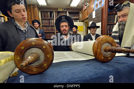 Torah reading during morning services at Lubavitch headquarters in Crown Heights, Brooklyn, New York - Stock Photo