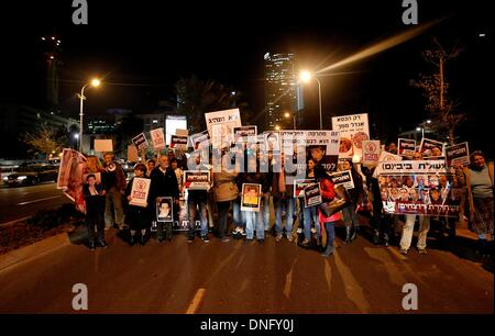 Tel Aviv, Israel. 26th Dec, 2013. Israeli families who lost their loved ones in recent militant attacks carried - Stock Photo