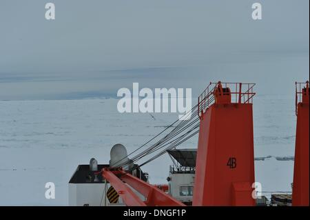 Aboard Xuelong. 28th Dec, 2013. Photo taken on Dec. 28, 2013 shows the scene around the trapped Russian science - Stock Photo