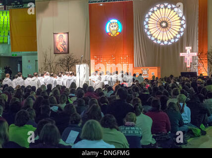 Strasbourg, France. 27th Dec, 2013. Youth take part in a service during the 36th European young adults Taizé meeting - Stock Photo