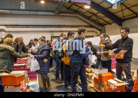 Strasbourg, France. 27th Dec, 2013. Youth arrive at the 36th European young adults Taizé meeting in Strasbourg, - Stock Photo