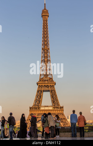 SQUARE IN FRONT OF THE PALAIS DE CHAILLOT, PLACE DU TROCADERO, TOURISTS IN FRONT OF THE EIFFEL TOWER, 16TH ARRONDISSEMENT, - Stock Photo