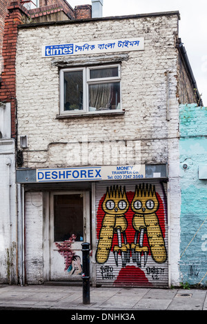 Deshforex shop and Street art by Dscreet and Jana & JS  - red and yellow wide eyed owls and man holding head - Hanbury - Stock Photo