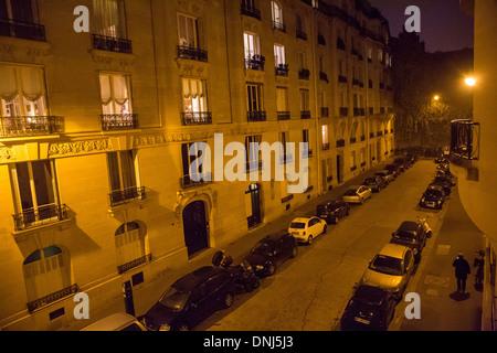PARIS AT NIGHT, AVENUE DANIEL LESUEUR, SMALL STREET ENDING IN A DEAD END, 7TH ARRONDISSEMENT, PARIS (75), FRANCE - Stock Photo