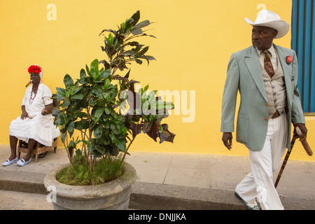 CUBAN MAN IN A SUIT AND A CREOLE WOMAN WITH HER FAN SMOKING A PURO CIGAR, STREET SCENE, DAILY LIFE, HAVANA VIEJA, - Stock Photo