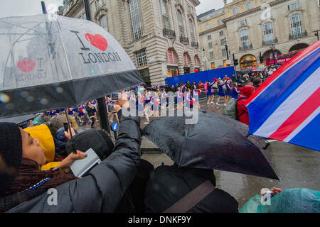 London, UK. 01st Jan, 2014. A new year's day parade passes through Piccadilly Circus on a wet and windy day. London, - Stock Photo