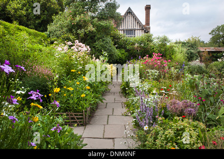Path through summer borders at Great Dixter, Sussex. - Stock Photo