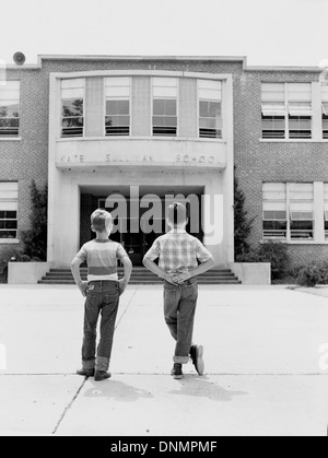 Students in front of Kate Sullivan Elementary School in Tallahassee, Florida - Stock Photo
