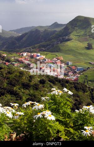 View from anaga mountains to las mercedes la laguna for Mirador de jardina