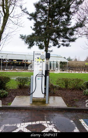 Oxford Services, UK. 03rd Jan, 2014. electric charging point for electric cars in Oxford motoraway services as water - Stock Photo
