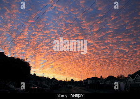 Epsom, Surrey, UK. 5th January 2014. Red sky in the morning - shepherds warning! Could the old English saying be - Stock Photo