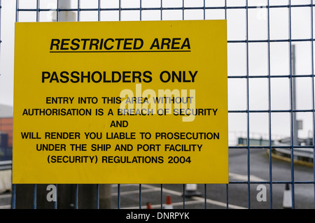 Sign at a port advising the area is restricted - Stock Photo