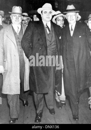May 14, 1929 - New York, NY, U.S. - AL CAPONE (C) with MARSHALL LAUBENHEIMER (R) in New York. Al Capone is America's - Stock Photo