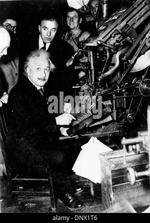 Jan. 24, 1934 - New York, NY, U.S. - Professor ALBERT EINSTEIN setting the first line of type for the first enlarged - Stock Photo