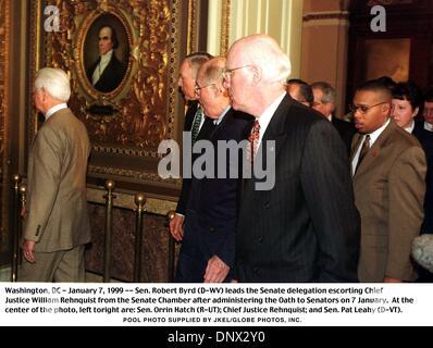 Jan. 7, 1999 - Wasington, DC-January 7, 1999---Sen. Robert Byrd (D-WV) leads the Senate delegation escorting Chief - Stock Photo