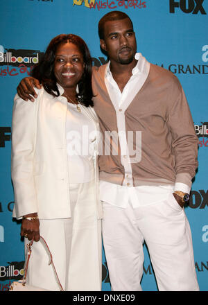 Dec 6, 2005; Las Vegas, Nevada, USA; Rapper KANYE WEST & MOTHER at the 2005 Billboard Music Awards at the MGM Grand - Stock Photo